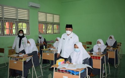 Kabid Penmad Kanwil Kemenag Sumsel Pantau PTMT di MAN 3 Palembang
