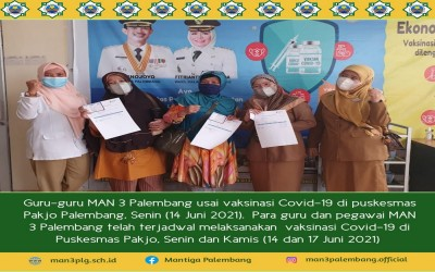 Guru MAN 3 Palembang Vaksin Covid-19 Massal di Puskesmas Pakjo
